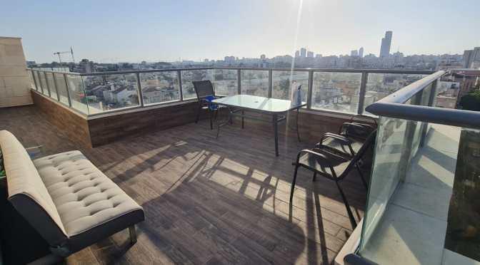 דירת גג חדשה, 4 חדרים, מרפסת שמש מפנקת, ברחוב וייצמן המבוקש, חולון.
