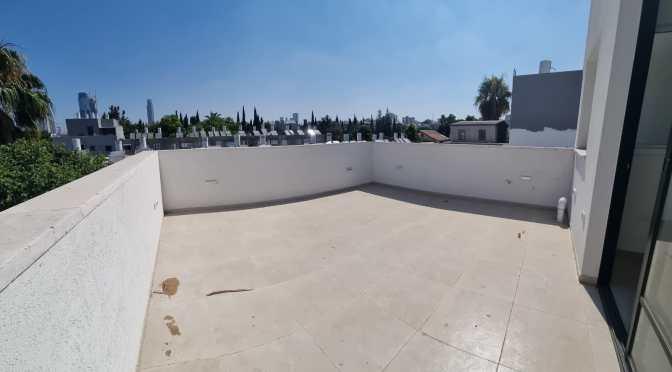דופלקס ענקי, משופץ ברמה גבוהה מאוד, 2 מרפסות שמש ברחוב משה דיין, ביצרון, תל אביב.