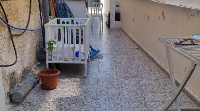 דירת גן, מחולקת ל 2 יחידות, ענקית, מסודרת ברחוב הצנחנים , עמידר, בת ים.