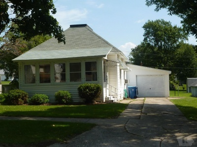 1709 9th, Belle Plaine, Iowa 52208, 2 Bedrooms Bedrooms, ,1 BathroomBathrooms,Residential,For Sale,9th,35017580
