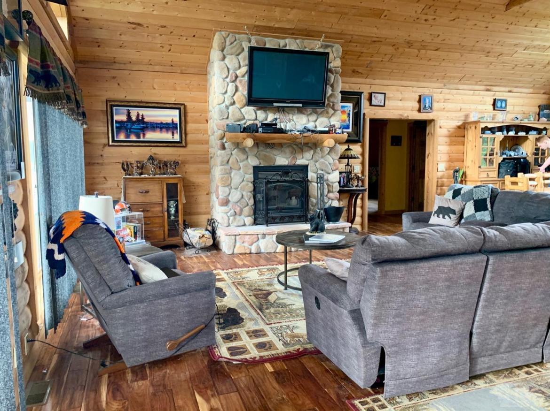 2985 Revere, Marshalltown, Iowa 50158, 4 Bedrooms Bedrooms, ,2 BathroomsBathrooms,Residential,For Sale,Revere,35017702
