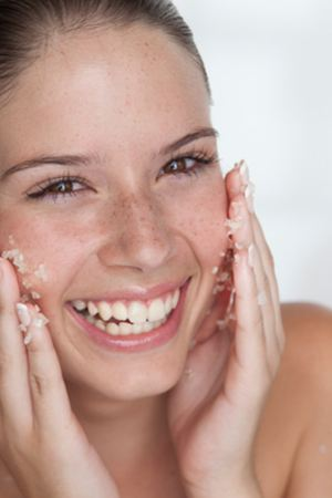 How to Get Rid of Razor Bumps Fast with 13 Home Remedies that Work