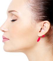 Masaje detrás de la oreja