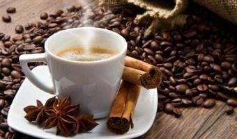 Disfruta de Tu Café Mientras Pierdes Peso con Canela Molida y Miel de Abeja