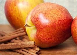Agua con manzana y canela para adelgazar