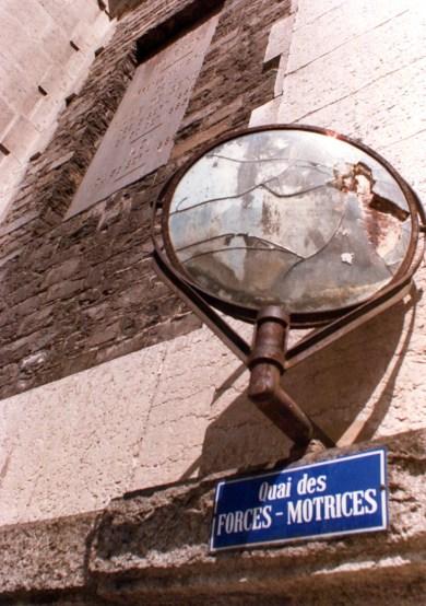 là, humblement, de la force du Rhône naissent tous les jets d'eau du site, dont le champion de 130m de haut, 4km plus en amont!