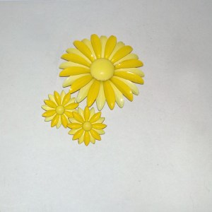 60s flower power pin earrings set daisy yellow-the remix vintage fashion