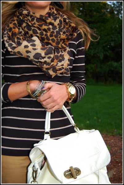 If you buy only one clothing item for the fall season, consider buying a really nice leopard scarf. Here are 8 chic ways to wear a leopard scarf! 8 Stylish Ways to Wear a Leopard Scarf via @tipsaholic #leopard #scarf #fashion #beauty #scarves