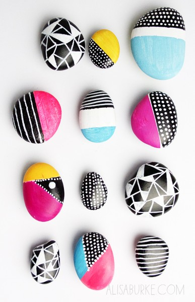 Looking for an easy and fun DIY project to tackle on a slow weekend day? Try one of these 28 DIY magnet projects, which would also make great gifts! 28 Awesome DIY Magnet Projects via @tipsaholic.com #magnets #diy #crafts #kids