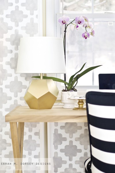 Instead of searching endlessly for the perfect lamp for your space, why not make one? Here are 10 DIY lamps that will inspire you to create your own! 10 Inspiring DIY Lamps via @tipsaholic #lamps #diy #lamp #projects