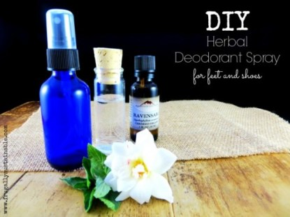 Think handmade products using essential oils are just for girls? Think again! Get your guy onboard with these essential oil recipes he'll love! 25 Essential Oil Recipes For Him - Tipsaholic.com, #essentialoils, #youngliving, #diy #handmade #greenliving