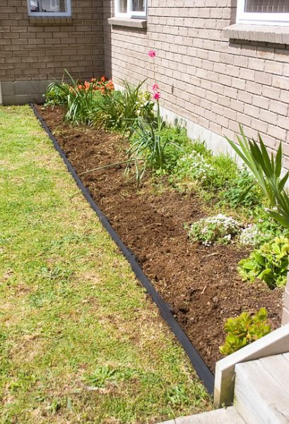 Remodelaholic | 27 Beautiful Garden Edging Ideas on Backyard Border Ideas id=54083