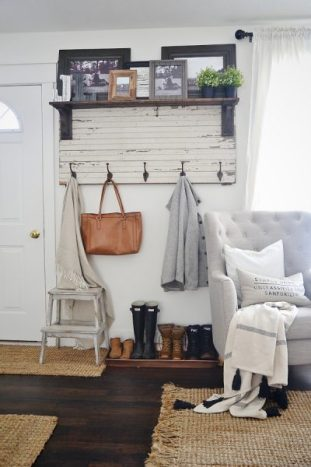 Rustic decor is cheap, readily available and easy to create. Check out these DIY easy rustic decor ideas! 28 Easy Rustic Decor Ideas You'll Love - Tipsaholic, #rusticdecor, #rustic, #homedecor, #DIY
