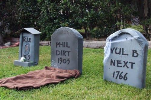Create your own graveyard in your front yard for Halloween - 25 Clever Outdoor Halloween Decorations - Remodelaholic.com. #Halloween, #decorations, #halloweendecor, #Halloweendiy, #spooky