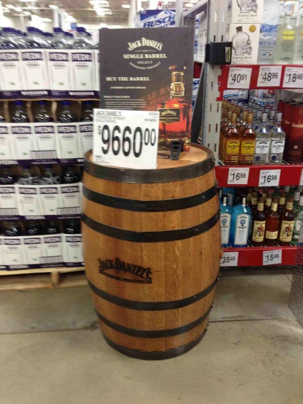 barrel of whiskey Empiezan vender romo por barril. buena idea?