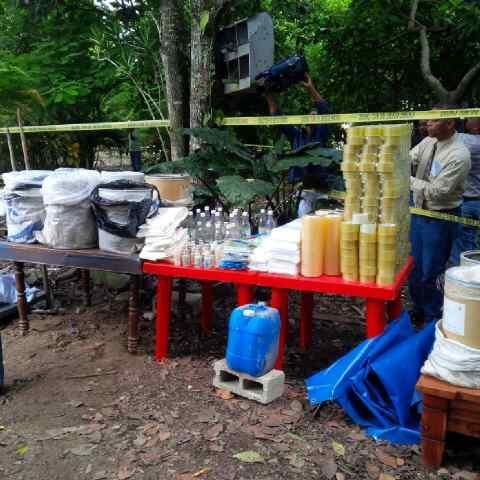 drogas instrumentos sc Chequeen laboratorio de cocaina en el campo [fotos]