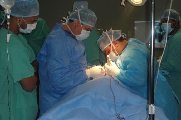medicos_operando-afcd9c894cceaef0534005461a7bc8bf