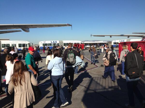 la Evacúan aeropuerto de Los Ángeles