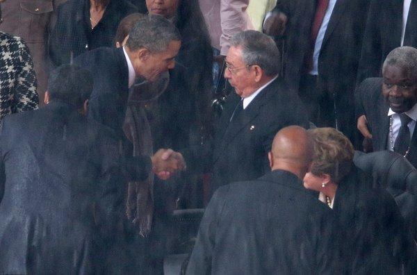Barack-Obama-y-Raul-Castro-se-_54396023675_53389389549_600_396