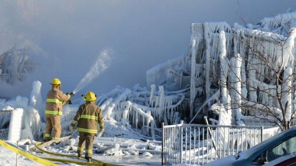 0010612663 Cinco muertos al incendiarse un asilo de ancianos; 30 desaparecidos [Canadá]