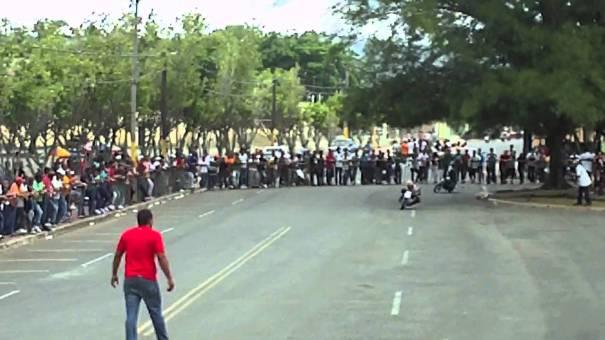 maxresdefault Seis heridos tras tiroteo en carrera ilegal de motos [RD]
