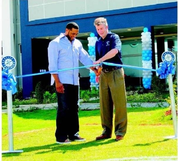 28 Inauguran moderna academia de béisbol en Boca Chica [RD]