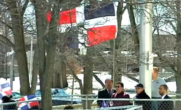 bandera Alcalde se niega colgar la bandera dominicana