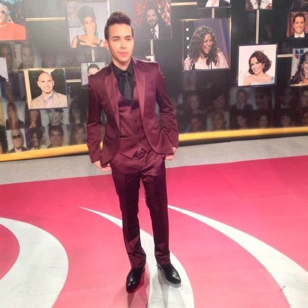 Prince Royce en la Alfombra Roja. Foto via @UnivisionPremios