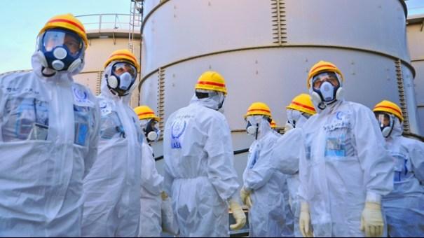 un-grupo-de-inspectores-en-japn-revisan-los-alrededor-de-la-planta-de-poder-nuclear