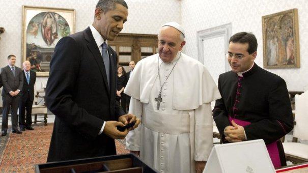 0010832855 Obama regala al Papa una caja de semillas