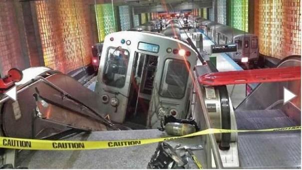 8 Tren se mete hasta una escalera en Chicago; 32 heridos [Accidente]
