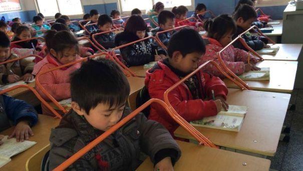 lectura-China-estudiantes-alumnos-barras_de_metal_MDSIMA20140312_0304_21