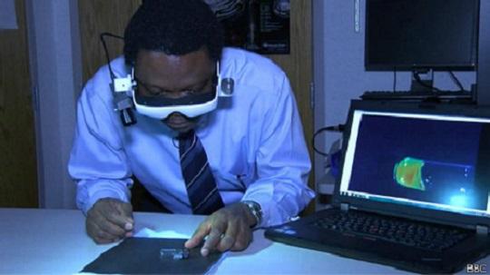 """140414141516 goggles cancer 464x261 bbc Microscopio para """"cazar tumores"""" [Cirugías]"""