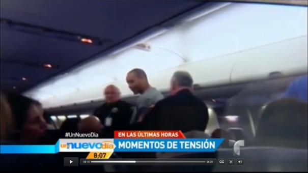 """16 Tipo trató de abrir puerta de un avión en pleno vuelo para """"ver a Dios"""" [Video]"""
