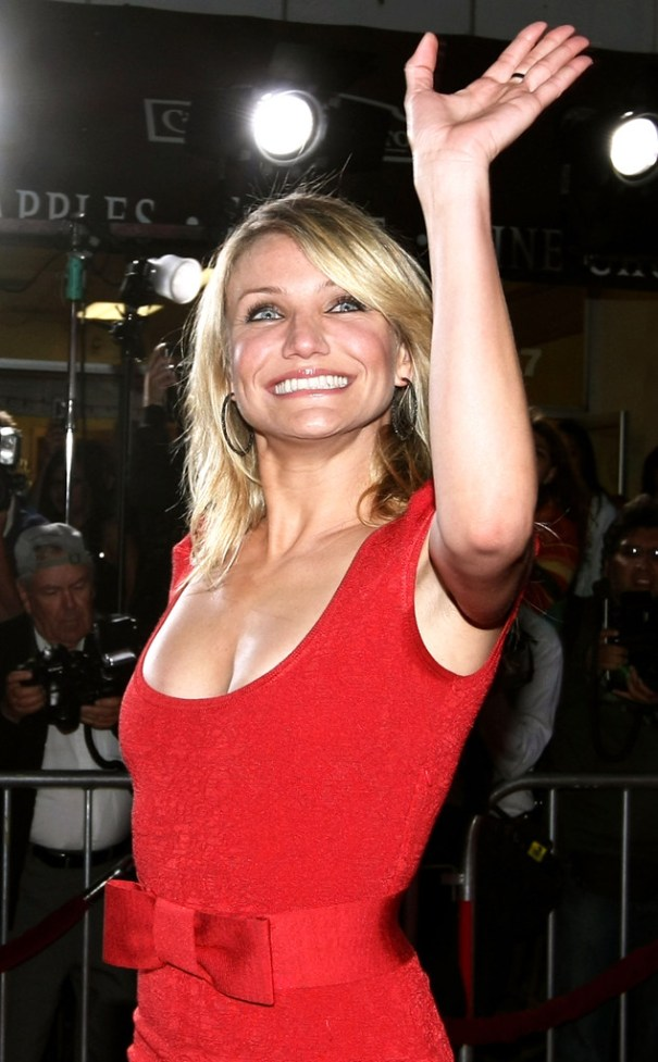 rs_634x1024-140422185920-634.Cameron-Diaz-Waving-LA.ms.042214