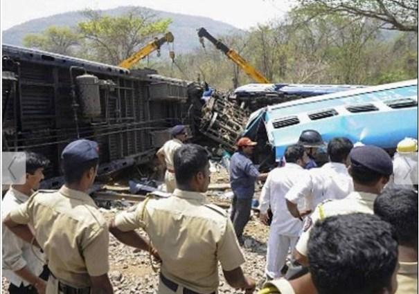 51 Choque de trenes deja 40 muertos  [India]