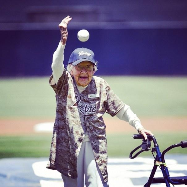 10508005 730033717042589 275962529 n Doña de 105 años lanza primera bola en juego de MLB