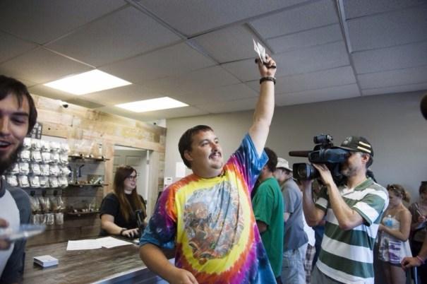 20140710 135249 49969386 Lo despiden luego de ser el primero en comprar marihuana legal en Washington