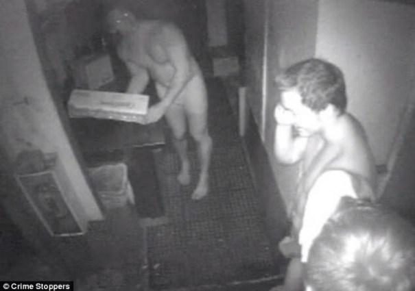 20140724 144030 52830204 Tres ladrones encueros roban 60 hamburgers en restaurant de La Florida