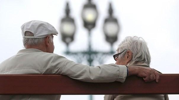 5df2704636d1f09b2a59a323e842ff82 article Pareja muere con 4 horas de diferencia; tenían 62 años juntos