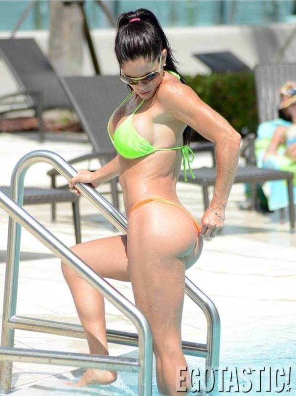 image25 Michelle Lewin muestras sus curvas en bikini en Miami #lacuerpa