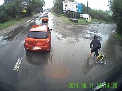 image39 Ciclista 'gana' el título de hombre más desafortunado del mundo   Video