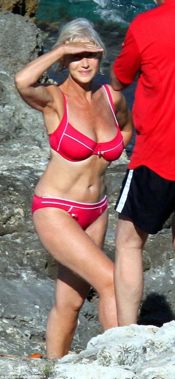 dona Foto   Esta doña famosa tiene 69 años y se ve bien en bikini