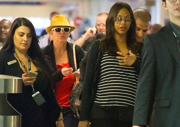 zoe saldana Britney Spears revela Zoe Saldaña espera gemelos