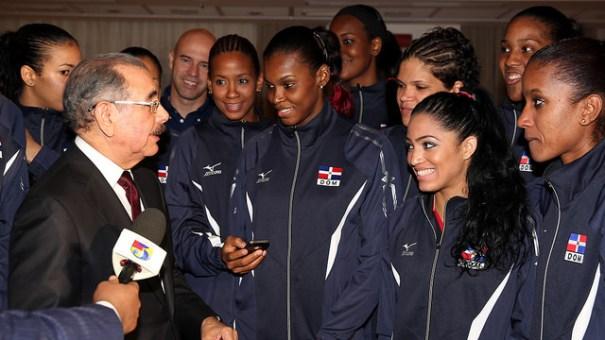 15198539090 a96d8598f6 z Presidente chillin con Las Reinas del Caribe