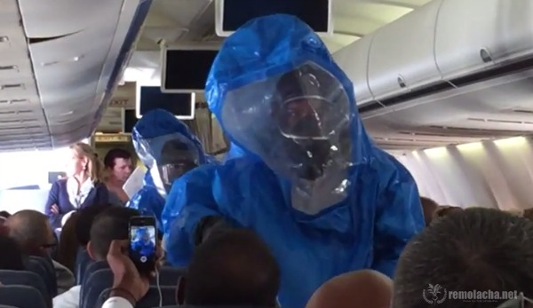 """broma ebola Video grabado dentro del avión durante la broma de """"Ébola"""" [Punta Cana]"""