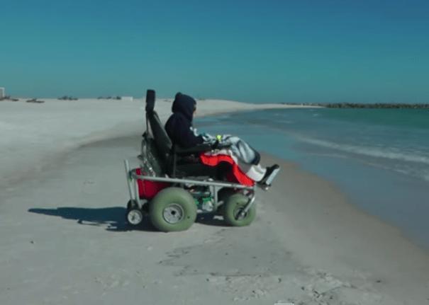 101 Video   Doña de 100 años ve el océano por primera vez