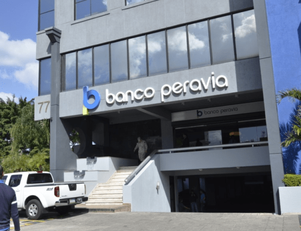 pe Juidero! Ejecutivos del Banco Peravia salen de RD