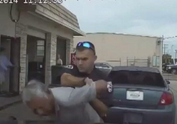 image70 Video   Policía electrocuta anciano por placa de carro vencida