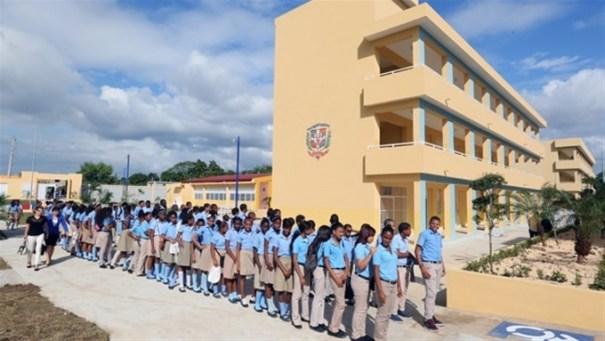 image73 Gobierno completa 10 mil aulas para tanda extendida
